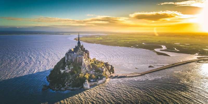 Le Mont-Saint-Michel à grande marée
