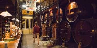 Distillerie Denoix - bar et fûts