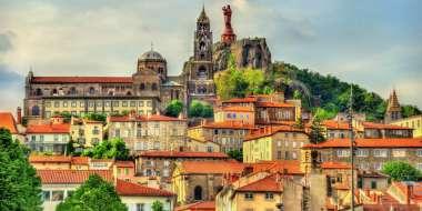Découvrir la Haute Ville et le sanctuaire Marial.
