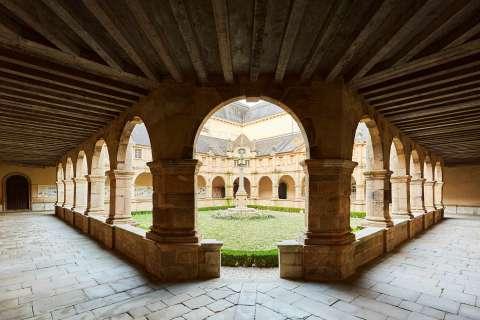 Le cloître de Sainte-Anne-d'Auray