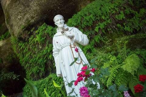 Statue dans le parc du sanctuaire de Brive