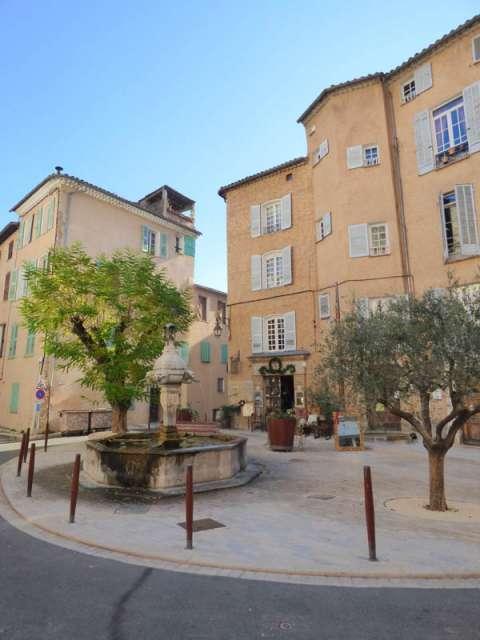 Cotignac, village provencal