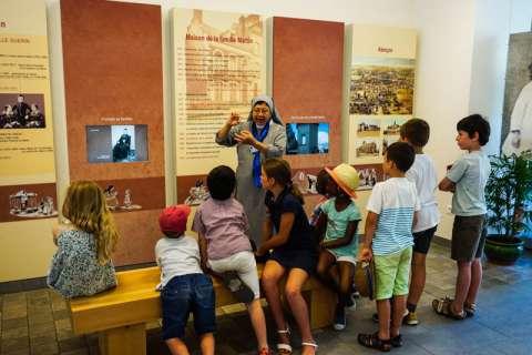 Enfants au Sanctuaire d'Alençon