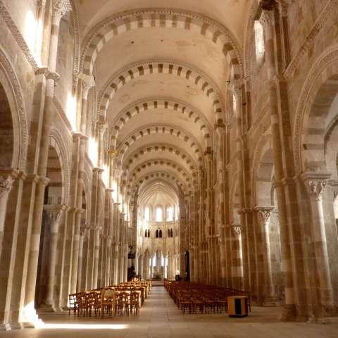 Nef lumineuse de Vézelay