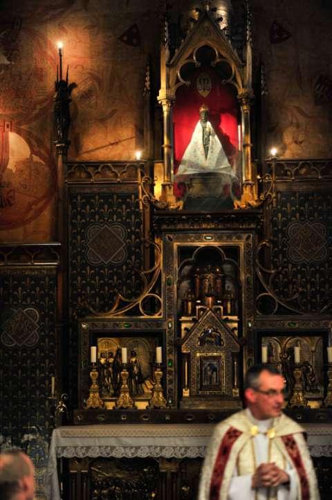 Messe dans la chapelle Notre-Dame de Rocamadour