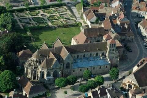 Prieurale en forme de croix latine à Souvigny