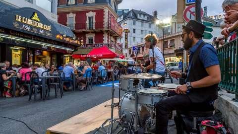 Street music in Lourdes